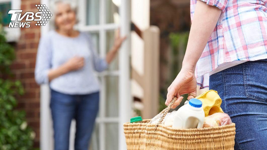 惡鄰案例多,若遇到貪小便宜的鄰居更讓人不堪其擾。(示意圖/Shutterstock達志影像) 鄰居嬤貪便宜愛A東西 扯問「有不要的珠寶嗎?」