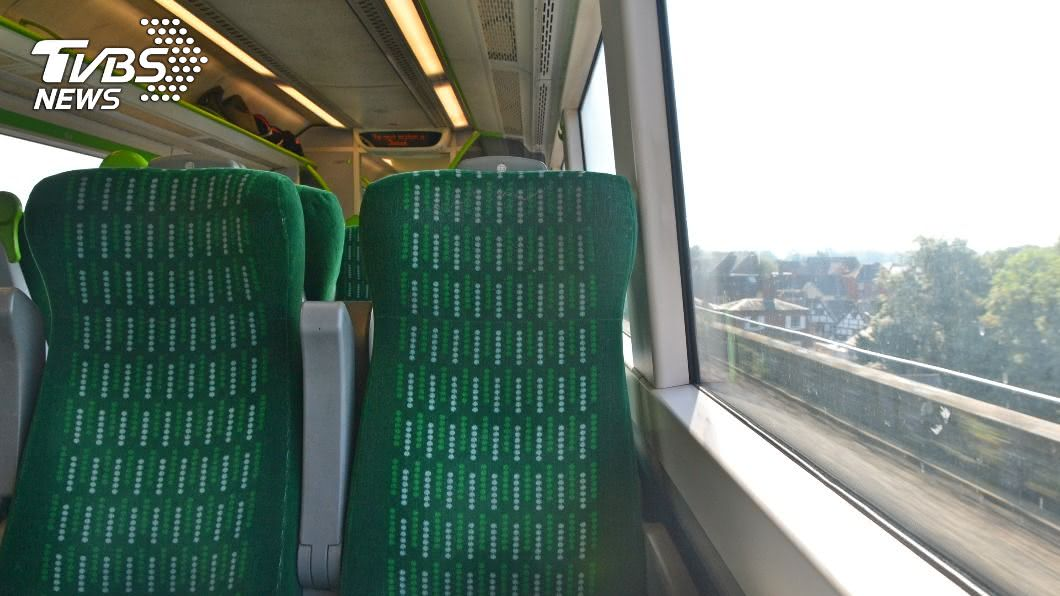 「霸座」已成搭乘火車生態。(示意圖/shutterstock達志影像) 火車被「霸座」!內行人道4字訣 一半乘客秒起立