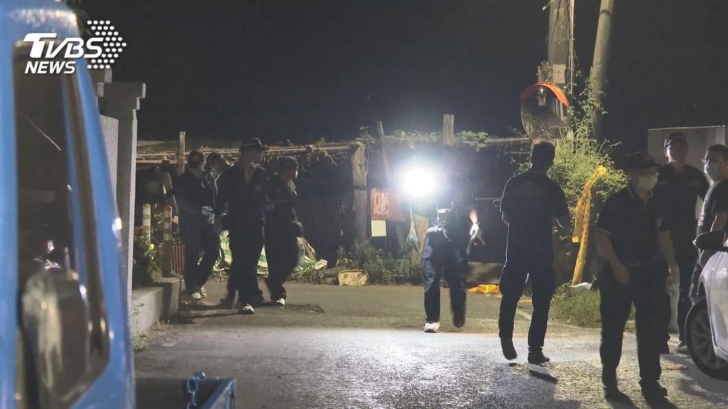 (圖/TVBS) 大社農地砍頸案 警:凶嫌以膠帶貼車牌疑有預謀