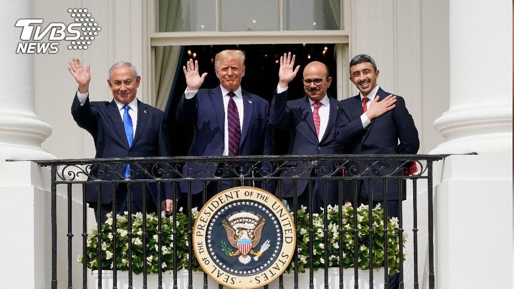 阿拉伯聯合大公國和巴林今在川普主持的儀式中,與以色列簽署關係正常化協議。(圖/達志影像美聯社) 川普見證 阿聯、巴林與以色列簽署關係正常化協議