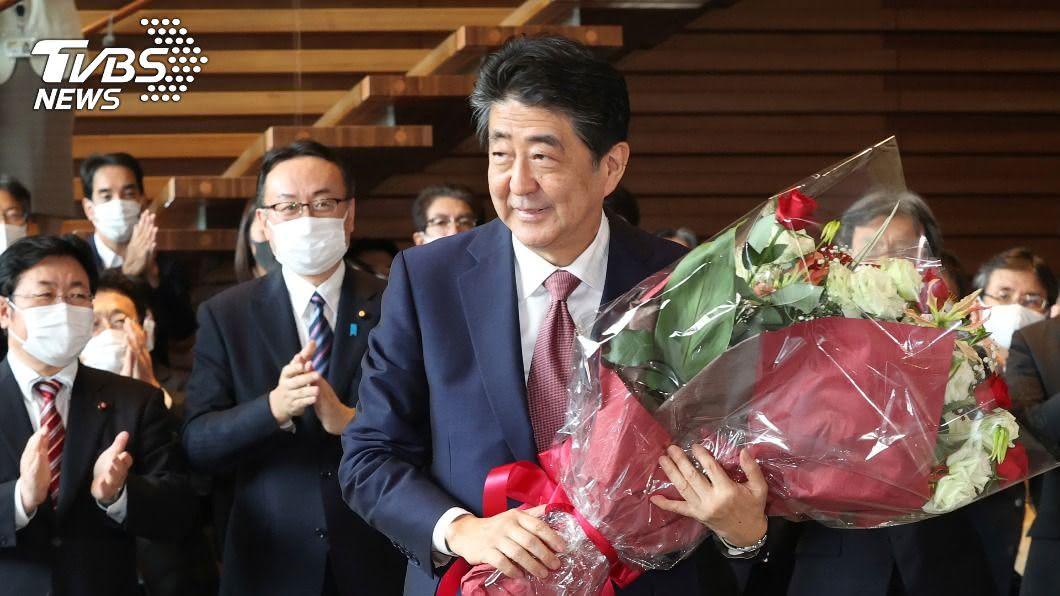 安倍晉三卸下長達近8年的首相職務。(圖/達志影像美聯社) 日本告別安倍年代 無緣目睹東奧開幕成遺憾