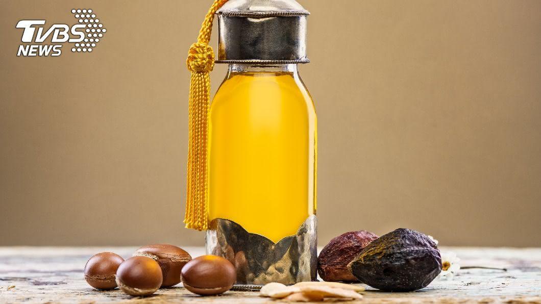 示意圖/TVBS 全球最貴摩洛哥堅果油 製作過程複雜艱辛