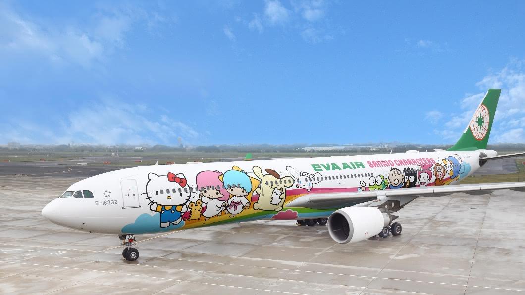 長榮航空Hello Kitty彩繪機。(圖/中央社) 類出國Hello Kitty機高雄首飛 中秋雙十啟航