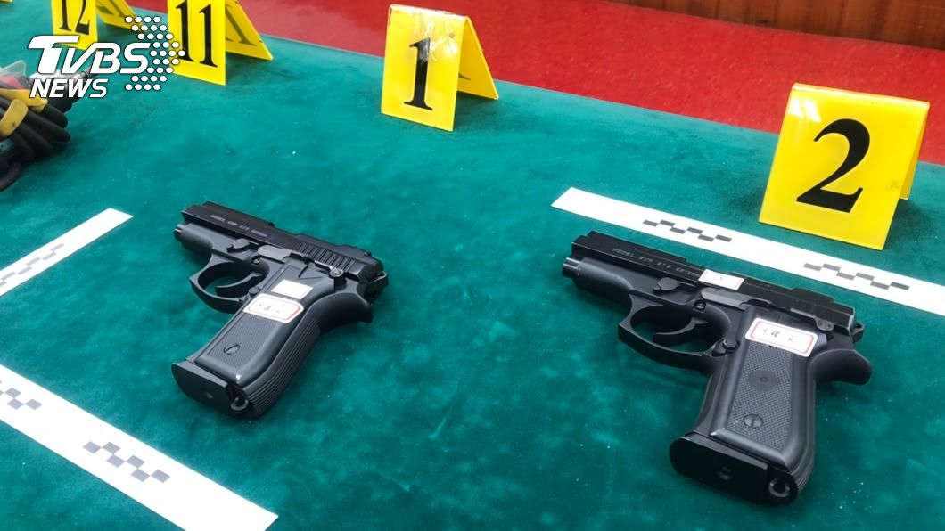 台南市警局第一分局宣布在台南鹽水區一處民宅破獲改造槍枝工廠。(圖/中央社) 台南前科男自宅改造槍枝 警搜索逮捕送辦