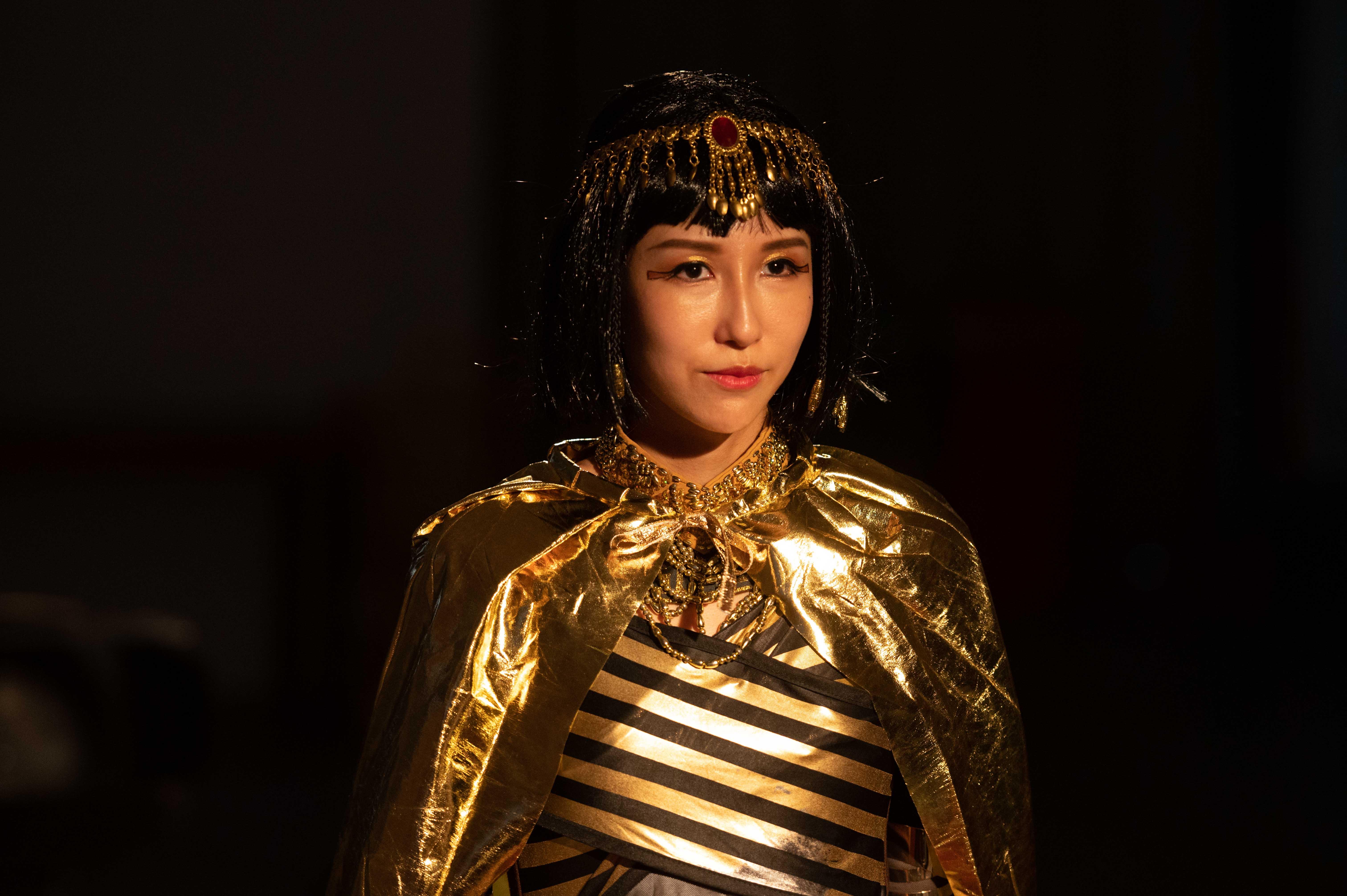 潘嘉麗在劇中為了拍廣告扮而成埃及豔后。 潘嘉麗《女力報到》化身埃及豔后 魅惑新手爸爸黃靖倫