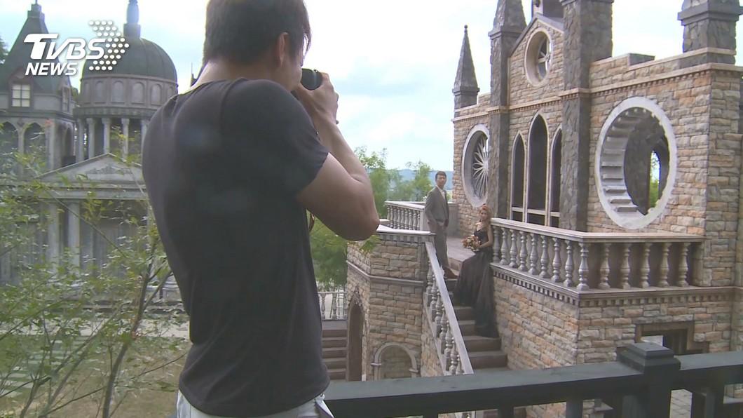 古堡莊園拍婚紗兼收散客 1人300拍到飽