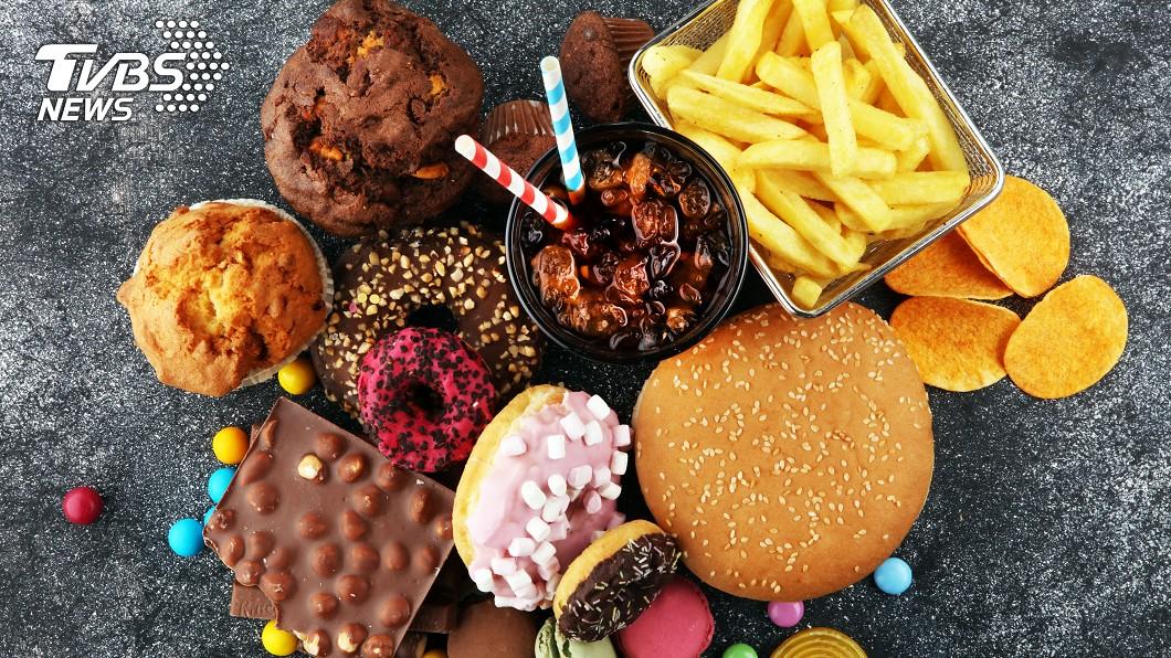 作息不正常、精緻化飲食導致糖尿病有年輕化趨勢。(示意圖/shutterstock 達志影像) 每3分鐘就1人確診!全台年增約16萬糖尿病患者