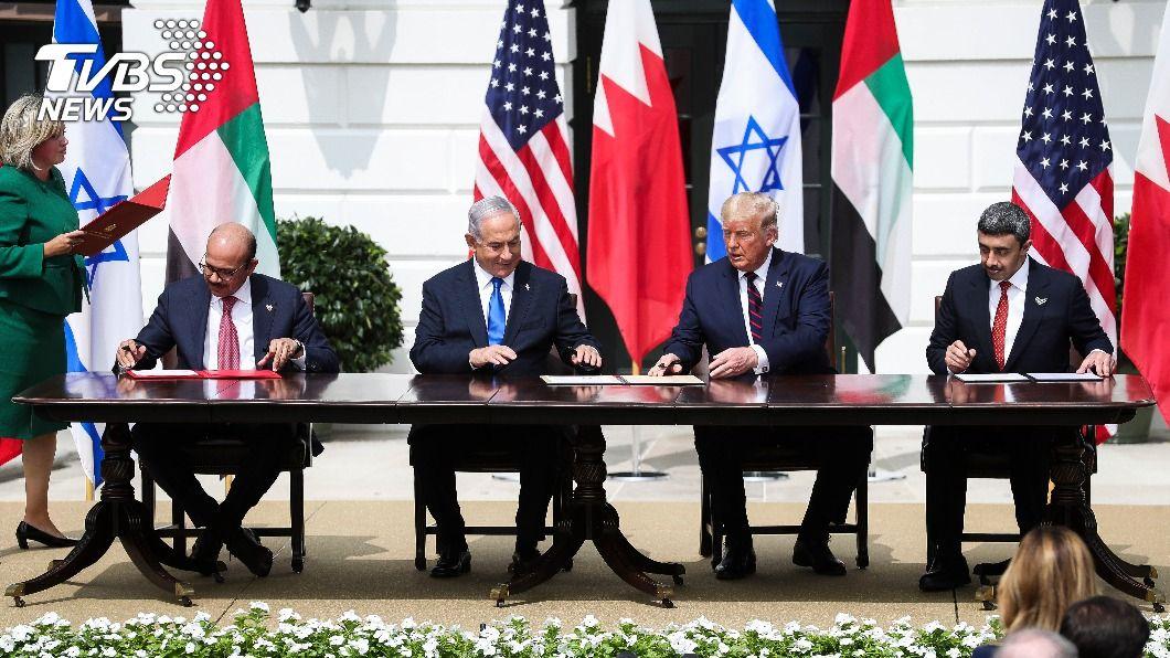 以阿在白宮簽和平協議 加薩飛彈火炮齊飛