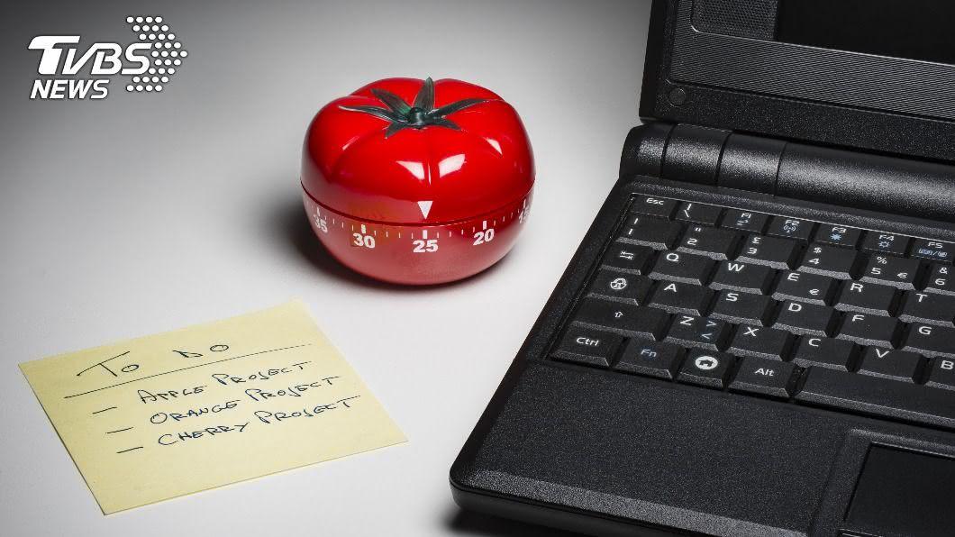 番茄工作法分割時間為25分鐘工作,休息5分鐘。(示意圖/shutterstock達志影像) 「番茄工作法」5分鐘怎麼吃? 營養師揭4提神好物