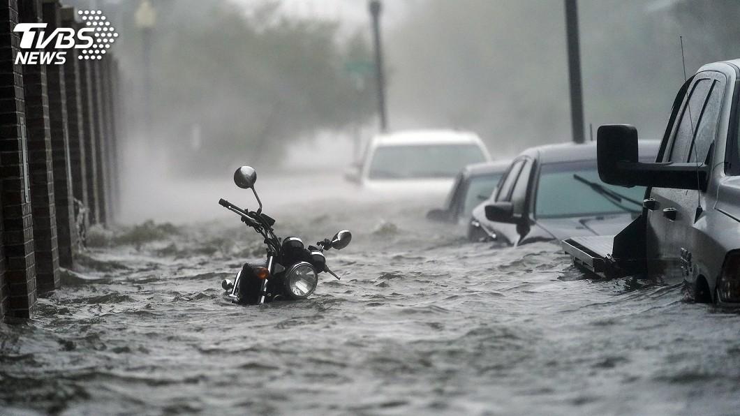 颶風肆虐美國墨西哥灣沿岸阿拉巴馬州與佛羅里達州。(圖/達志影像美聯社) 颶風莎莉橫掃墨灣 災區成水鄉澤國逾55萬戶停電