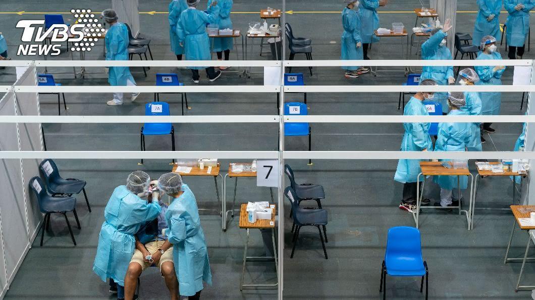 協助香港進行武漢肺炎病毒核酸檢測的中國大陸支援隊昨天離港。(圖/達志影像路透社) 香港普篩採檢178萬個樣本 成本20億元找出42病例