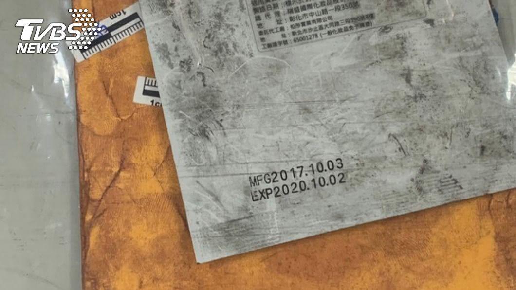 外送員取件時發現包裝內藏毒品。(圖/中央社) 怪怪的!外送員察覺信件有顆粒感報警 毒販遭逮送辦