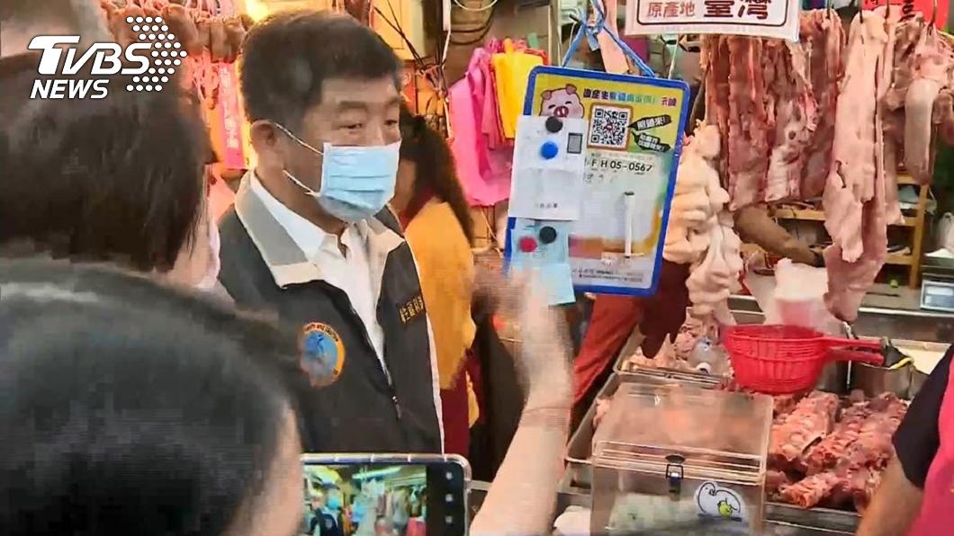 (圖/TVBS) 陳時中市場宣導美豬標示 遭她怒飆「混蛋」自己吃