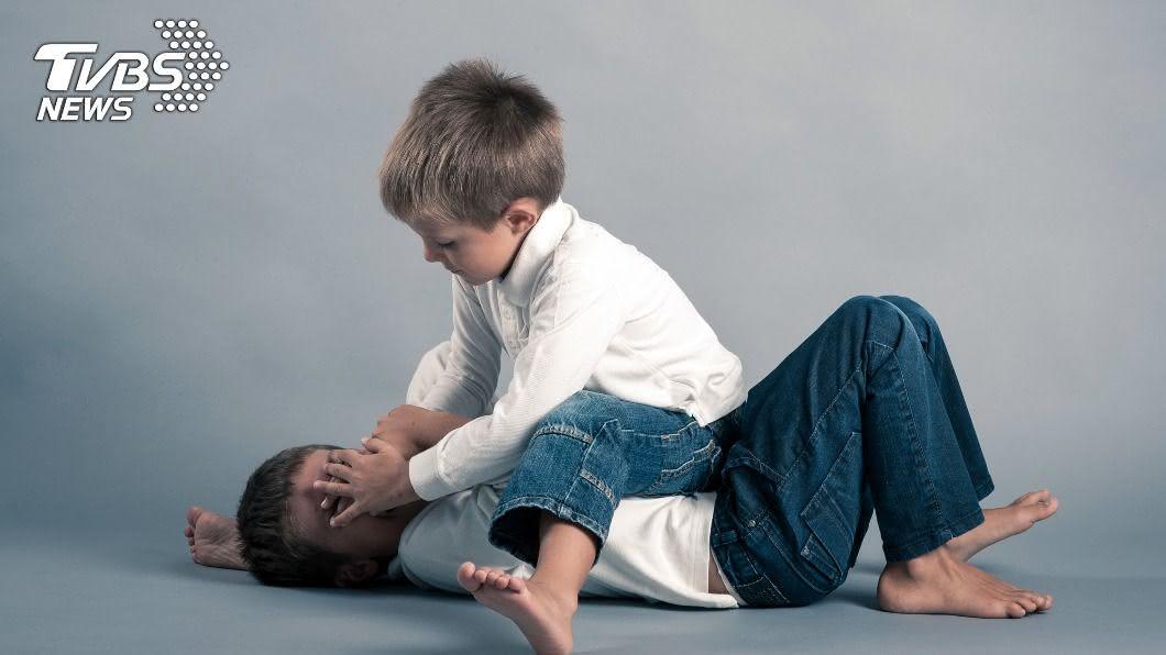 (示意圖/shutterstock 達志影像) 男童「侮辱神明」遭判10年刑 全家急逃亡躲瘋狂信徒
