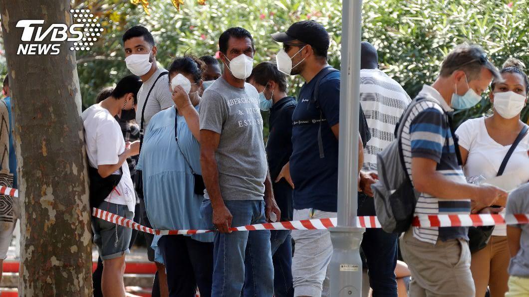 全球新冠肺炎病例數不斷新增。(圖/達志影像路透社) 新冠肺炎全球破3000萬確診 近95萬人不治