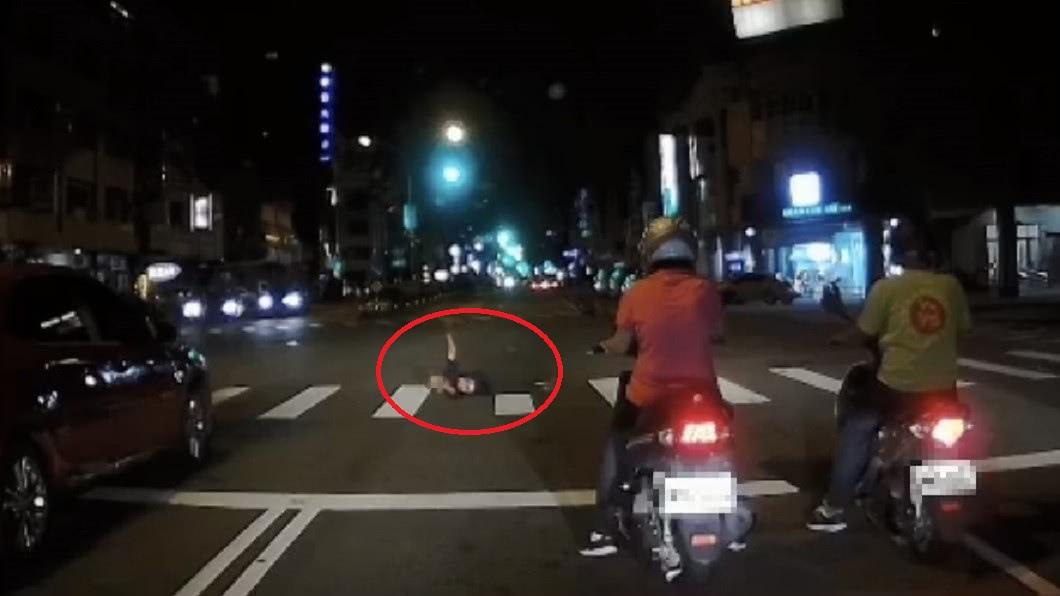 圖/翻攝自高大成臉書 鬼門關前驗完屍…高大成驚見男躺馬路招手:我看到了什麼