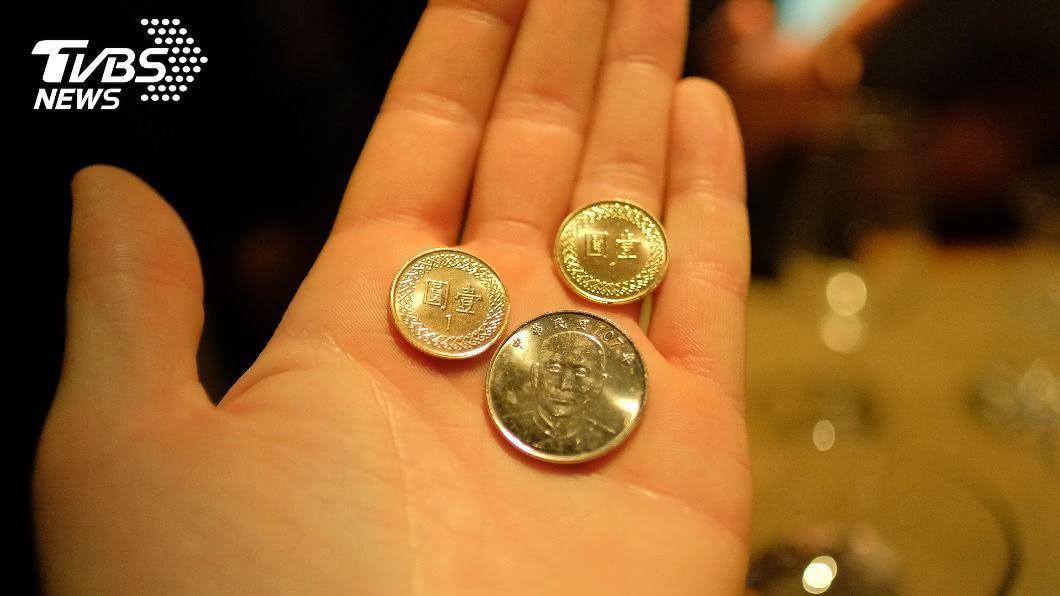 情侶到台南玩2天1夜,女子只付「94元」。(示意圖/shutterstock 達志影像) 台南2日遊女友「只出94元」 網酸爆:不分手?