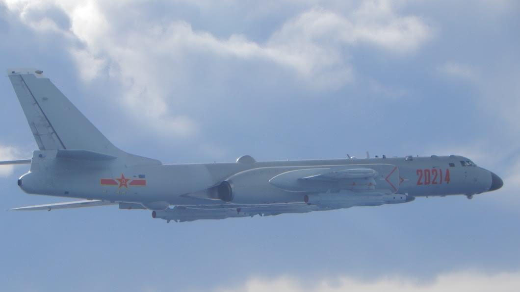 共軍轟6機。(圖/翻攝自國防部官網) 美次卿柯拉克來訪18架共機擾台 空軍防空飛彈追監