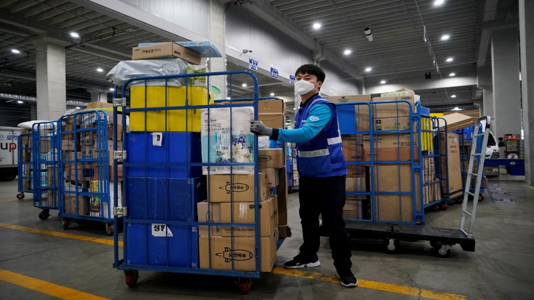 圖/達志影像路透 物流量大增.已7過勞死!韓快遞喊「半罷工」