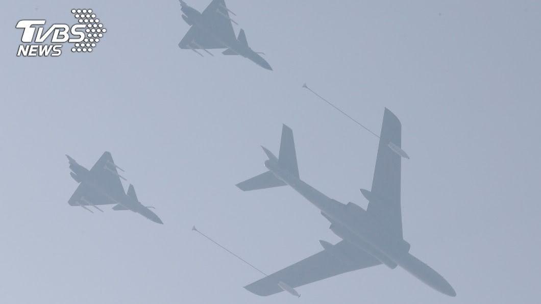 共軍頻擾台。(示意圖/達志影像路透社) 共機19架今再擾台逾越中線 空軍防空飛彈追蹤監控