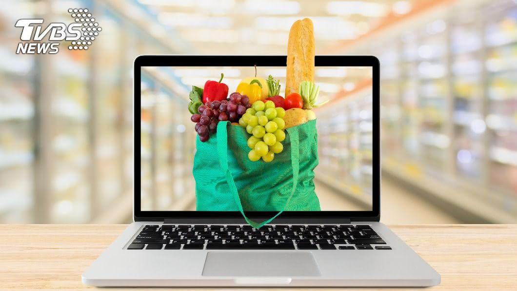現今有多人會於網路上購買生鮮蔬果,要記得看清楚產地及出貨地。(示意圖/shutterstock達志影像) 一頁式廣告網購農產 出貨地在海外恐吃百萬元罰單