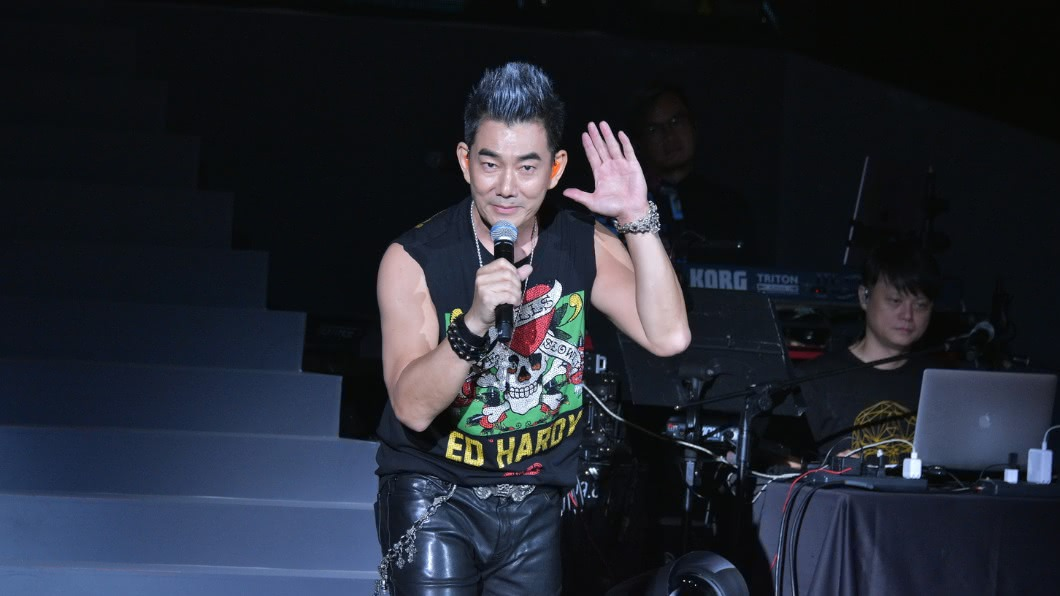 任賢齊演唱會 尾聲暴哭「想念天上的小鬼」