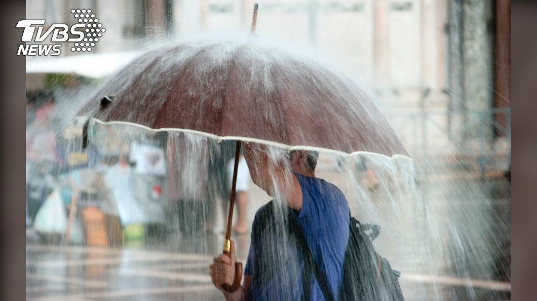 (示意圖/shutterstock達志影像) 雨區擴大!8縣市雨彈狂炸 防雷擊強陣風