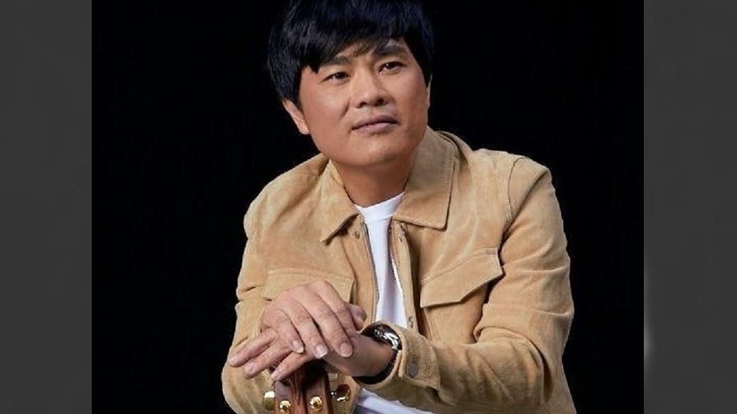 蘇明淵奪得台語歌王,創下台灣史上第一位「律師歌王」。(圖/翻攝自律師歌手蘇明淵臉書) 金曲31/「律師轉戰歌壇」第一人!蘇明淵奪台語歌王