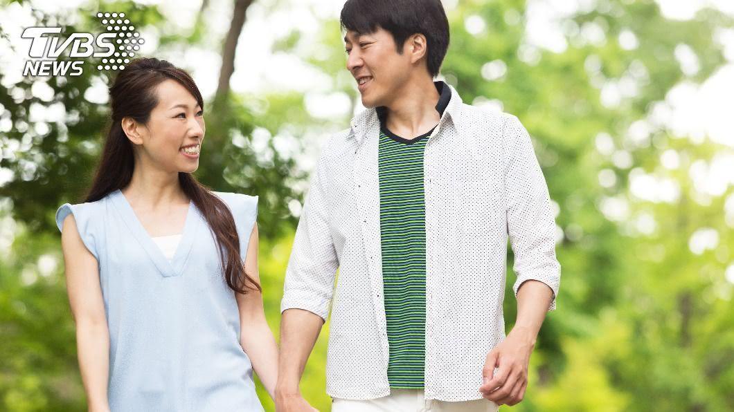 日本研究所研究顯示,未婚人群單身的理由多為結婚資金不足。(示意圖/shutterstock達志影像) 對抗少子化!日本擬上調新婚生活補助最高17萬