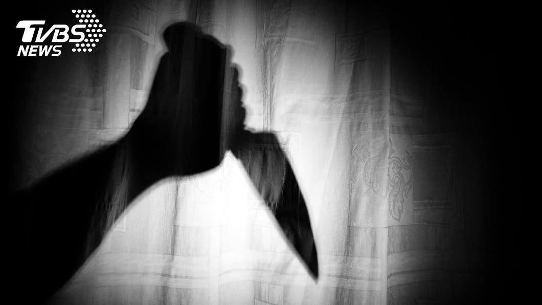 南韓日前發生一起老翁持刀連續殺害2名7旬婦人的命案。(示意圖/shutterstock 達志影像) 69歲翁不爽鄰居聚賭放話砍人被逮 獲釋後連殺2老婦