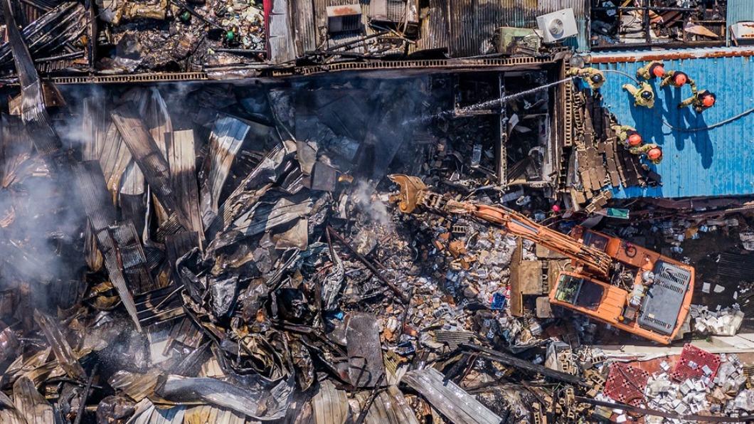 圖/翻攝自@OhmyNews_Korea推特 首爾東大門市場暗夜大火 3小時67商鋪燒光