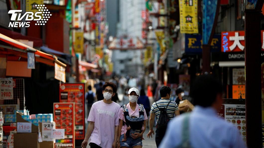 日本民眾勤洗手、戴口罩等防疫。(圖/達志影像路透社) 日本防疫意識提高 流感患者數僅去年1/1000