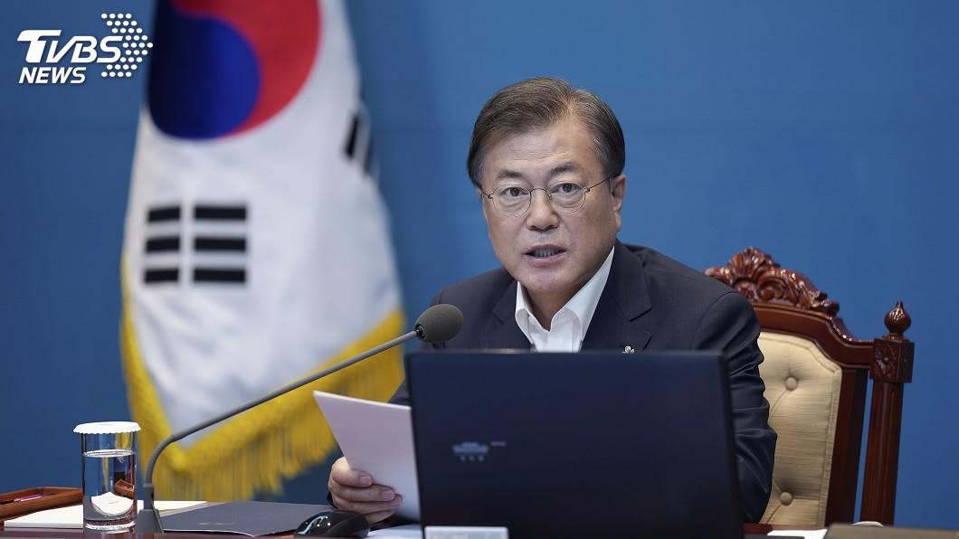 韓國總統文在寅。(圖/達志影像美聯社) 韓國務總理室官員確診染疫 總理、文在寅拉警報