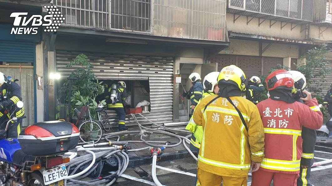 (圖/TVBS) 北市內湖安養中心起火 3老人全身燒燙傷2死、1命危
