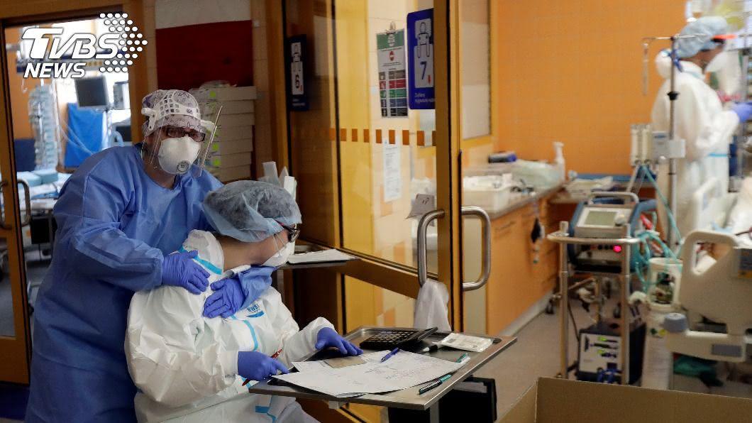 全球累計至少3137萬4240人確診。(圖/達志影像路透社) 全球新冠確診破3000萬例 逾96.5萬人病逝