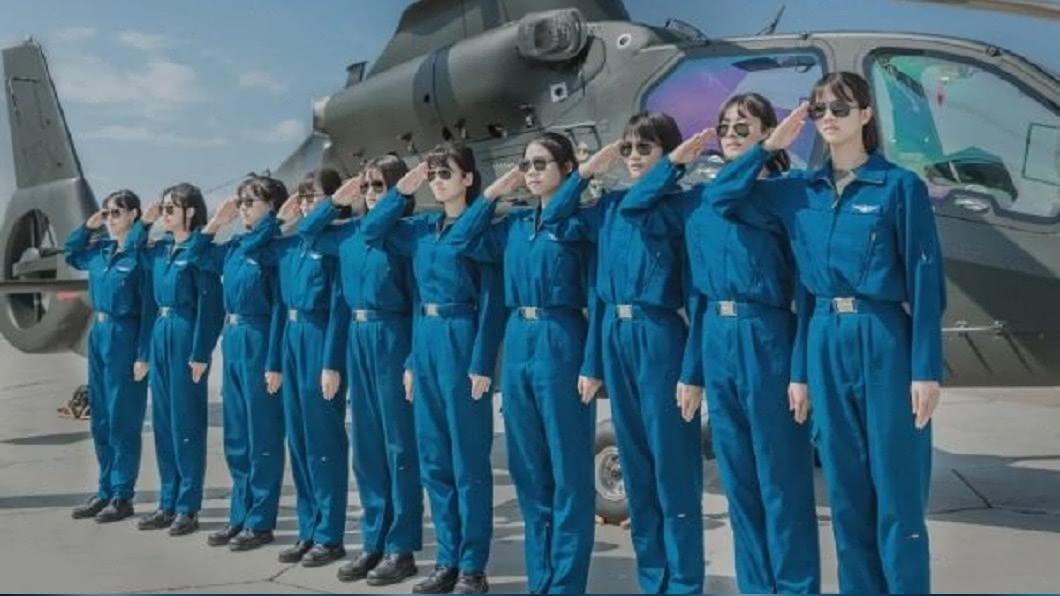圖/翻攝自一号哨位微博 中共陸軍航空兵首批女飛行員 網封小湯唯
