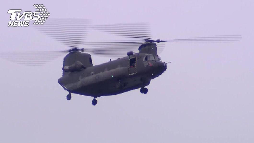 台北今晨出現戰機掠過天際。(圖/TVBS) 開戰了?清晨戰機劃大台北天空 北市民:被巨響嚇醒