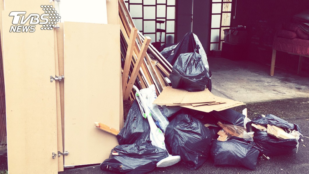 男子將小王肢解11塊後裝進垃圾袋裡丟棄。(示意圖/shutterstock達志影像) 女友偷情…男抓包「肢解小王11塊」 冷血當垃圾丟