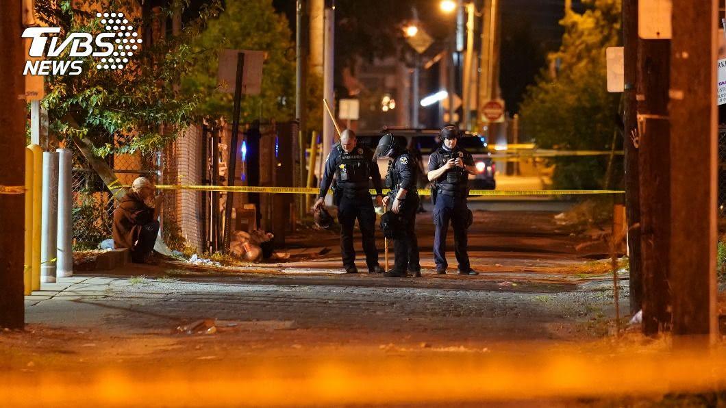 一名警察在示威抗議活動期間中彈。(圖/達志影像美聯社) 非裔女遭擊斃案民怨擴大 示威暴動傳員警中槍