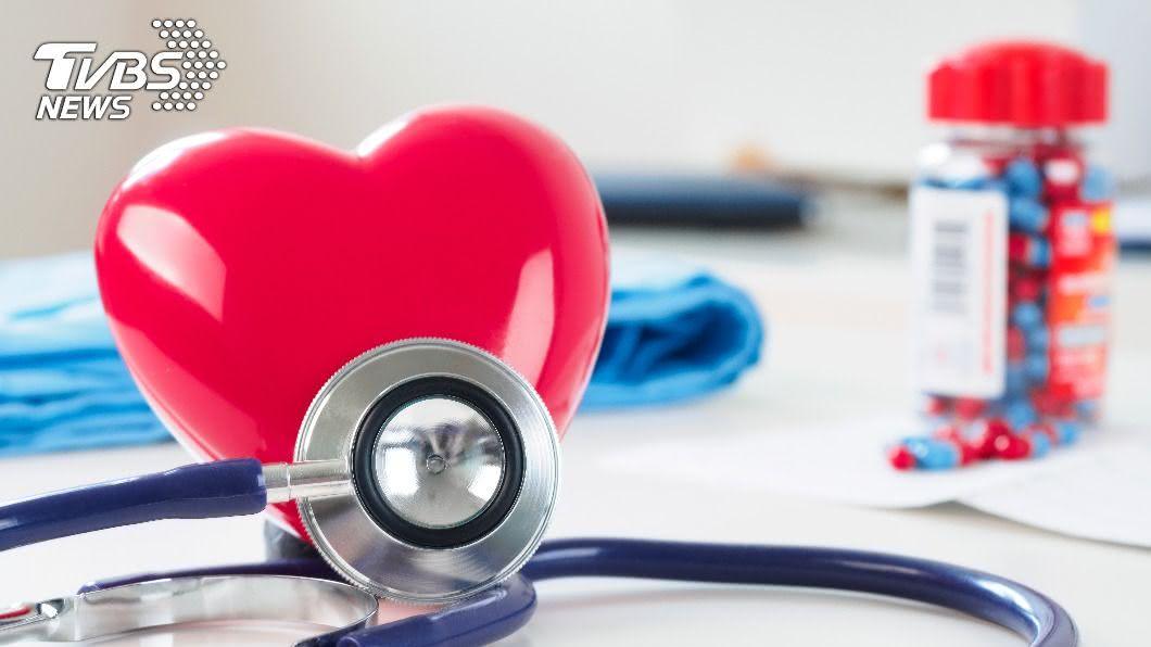 患心血管疾病已不再是老年人的專利。(示意圖/shutterstock達志影像) 心血管趨年輕化!健檢紅字超標 醫曝控制1關鍵