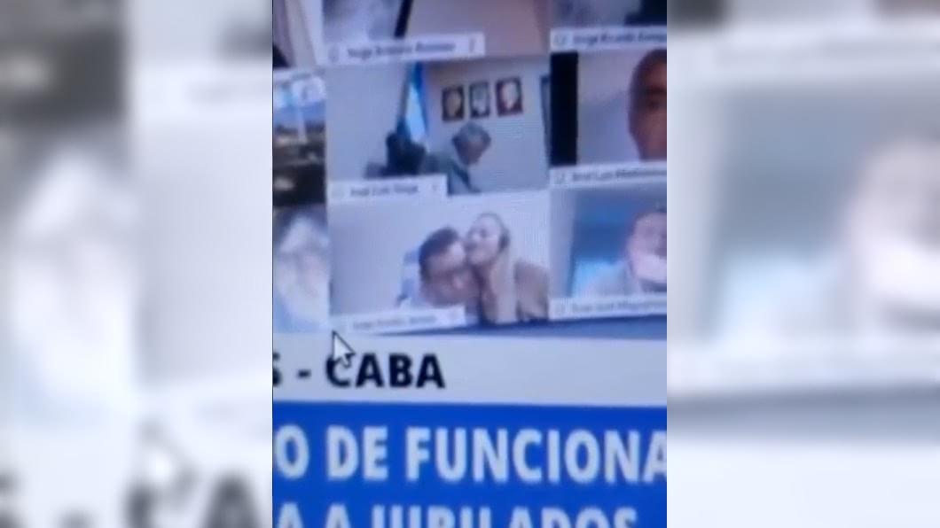 阿根廷眾議員在線上會議上演活春宮。(圖/翻攝自Adrián Di Nucci推特) 國會視訊上演「活春宮」! 阿根廷眾議員恐被解職