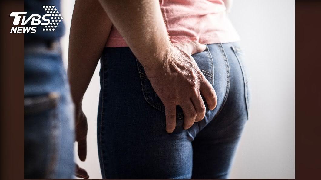 示意圖,非新聞事件相關人物。(圖/shutterstock達志影像) 性騷女友人「妳有那個嗎?」 噁男竟把對方打到眼球凹陷