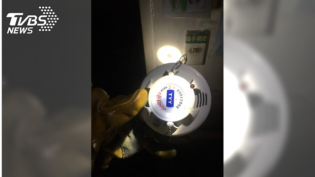 住宅用火災警報器助民眾及時逃生。(圖/中央社) 警鈴大作!暗夜祝融燬3民宅 人員及時逃生