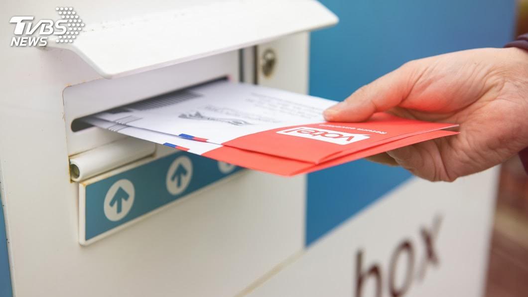 美國總統大選通訊投票爆出許多爭議。(示意圖/Shutterstock達志影像) 美國郵寄投票爭議多 網讚台灣選舉「1制度」領先全世界