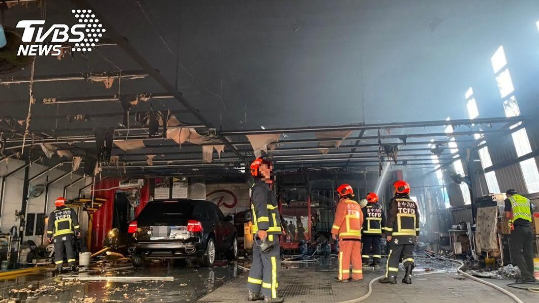 (圖/中央社) 台中汽車美容廠火警14貓遭嗆昏 其中3隻死亡