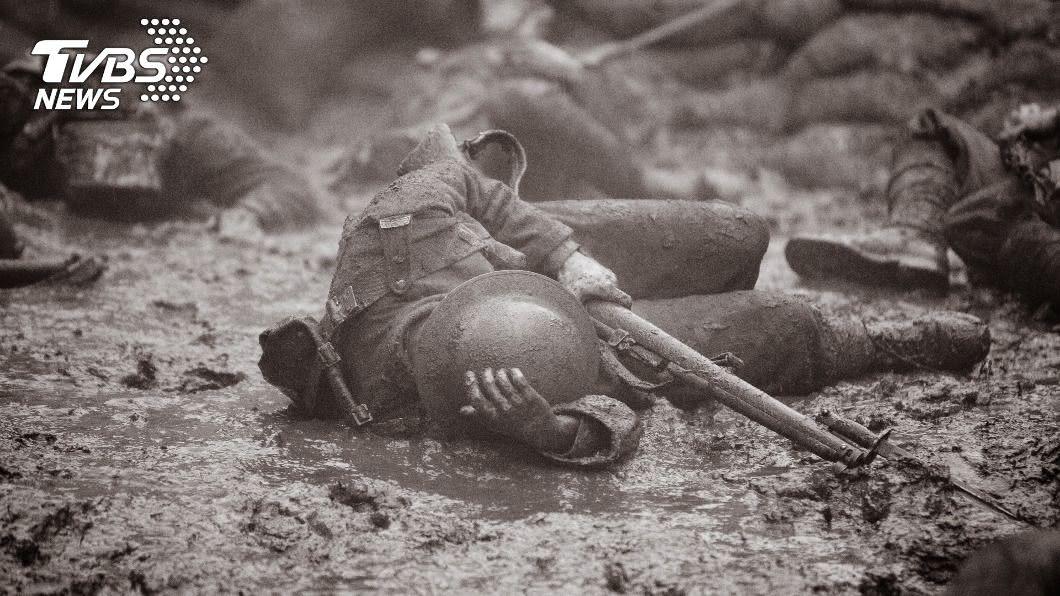 民眾擔憂戰爭發生。(示意圖/shutterstock 達志影像) 兩岸若開戰大家該躲哪?他秒答「此地」最安全