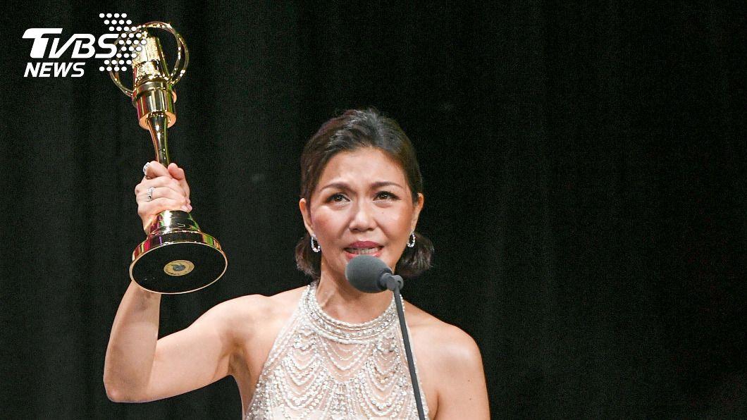 琇琴拿下「迷你劇集最佳女配角獎」。(圖/三立電視提供) 金鐘55/贏了婆婆!琇琴憑《俗女》首奪女配角獎哽咽痛哭