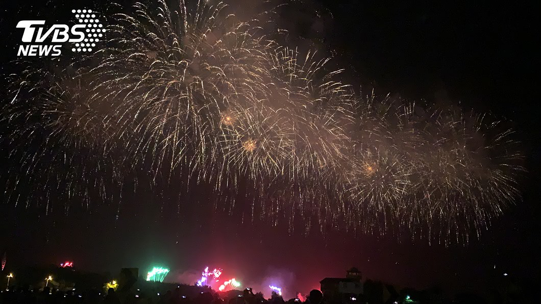 國慶焰火明晚將在台南市安平區漁光島引爆。(圖/中央社) 國慶焰火在台南「估湧20萬人」 明晚8時散場管制