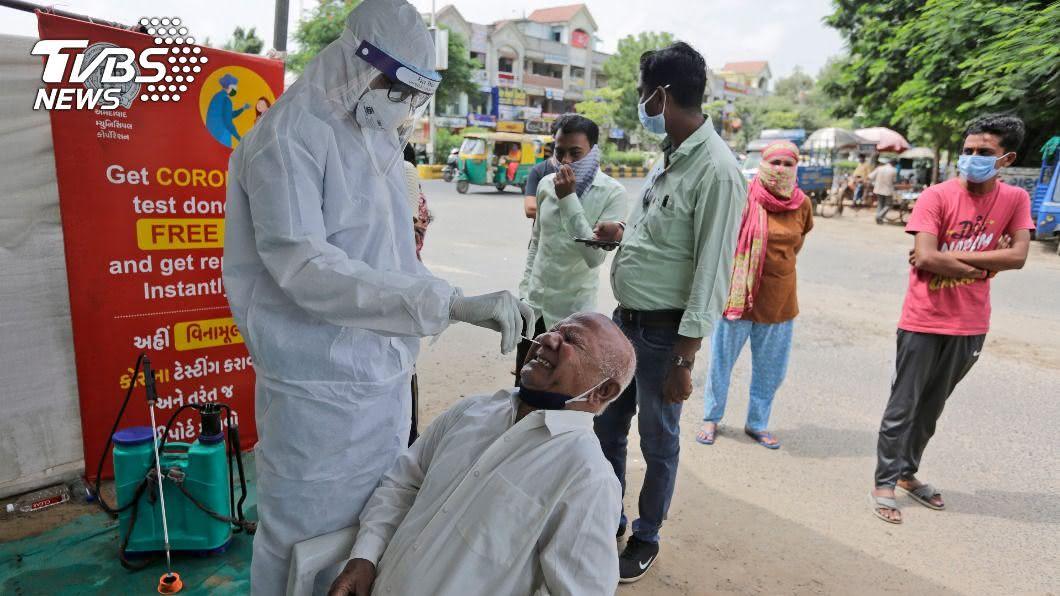 全球染疫病故人數已逼近100萬。 (圖/達志影像美聯社) 全球新冠確診累計逾3269萬 死亡數逼近100萬