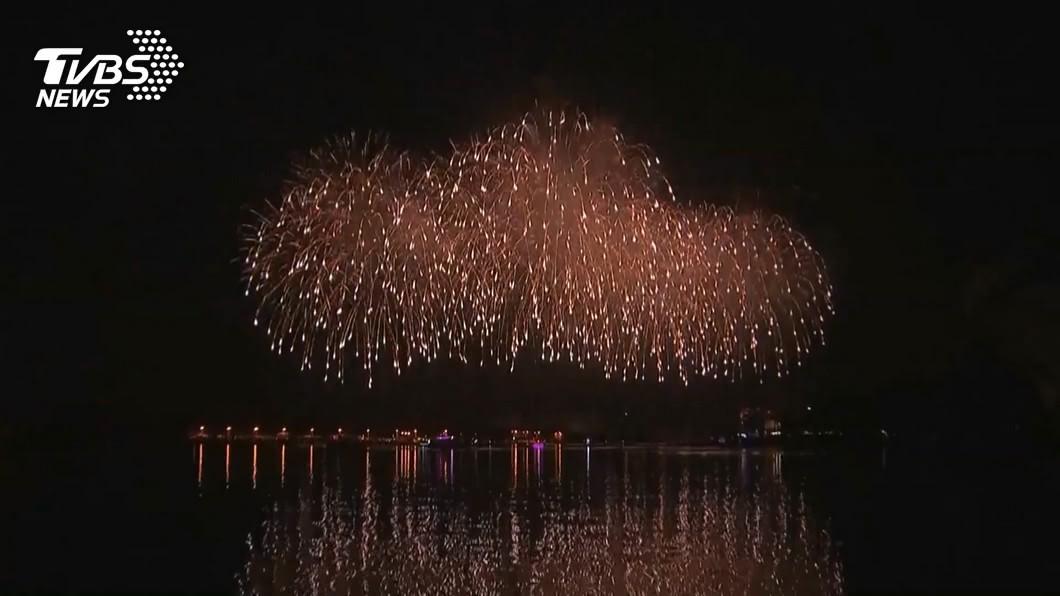 國慶焰火將在台南漁光島施放,市長黃偉哲再加碼至27354發。(圖/TVBS資料畫面) 國慶焰火in台南 大加碼33分鐘施放2萬多發